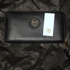 Tory Burch black leather wallet. authentic!